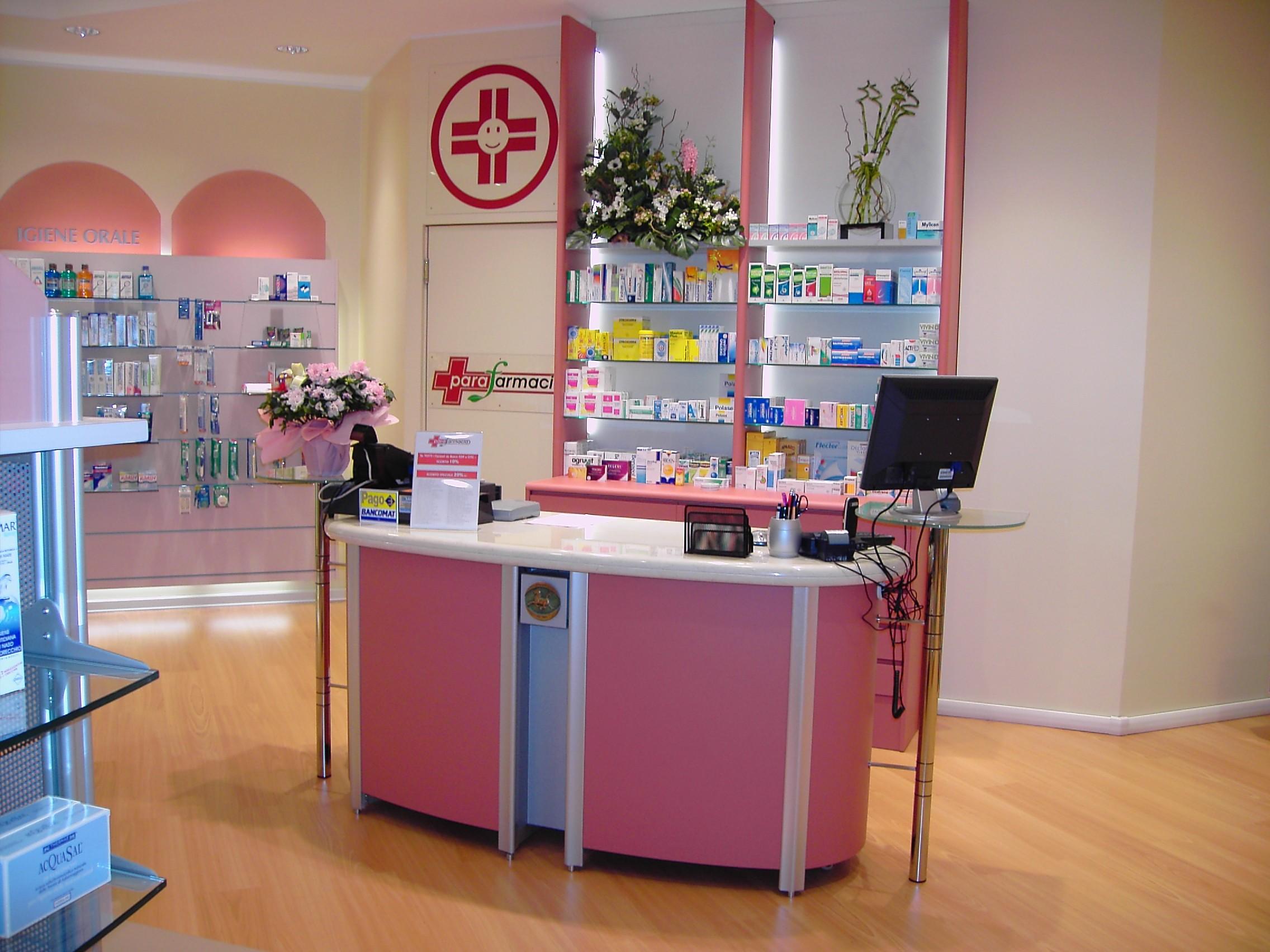 Laboratorio galenico per farmacia e parafarmacia for Clou arredi farmacie